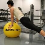 Un exercițiu simplu pentru abdomen și talie