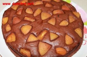 Tort cu ciocolata neagra si caise